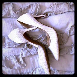 White Jessica Simpson heels w/snake like detail